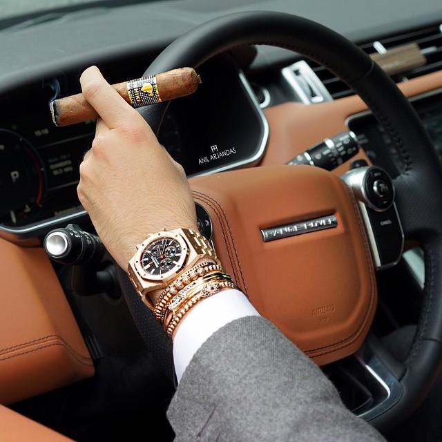 Phân biệt đại gia đeo đồng hồ thật