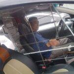 Tài xế taxi Việt làm khung bảo vệ tài xế siêu chắc chắn