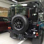Land Rover Defender giá hơn 5 tỷ đồng trên phố Việt