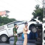 Bán tải phóng nhanh đâm đổ xe tải ở Đà Nẵng