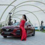 Người mẫu Như Mai khoe dáng bên xe VinFast Lux A2.0