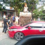 Xe máy xúc cào nhầm vào Kia trên đường phố Thái Nguyên