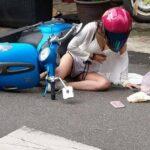 Hot girl va chạm với BMW bị ngã nhưng vẫn quyến rũ ?
