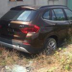 Xôn xao xe sang BMW X1 mới bị phủ bụi chỗ hoang vắng