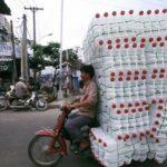Choáng xe máy vài triệu chở hàng cồng kềnh trên phố