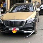 Maybach va chạm với xe máy hư hỏng trên phố