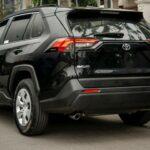 Toyota RAV4 2020 LE choáng giá 2,3 tỷ: Trang bị thua xa Mazda CX5 1 tỷ