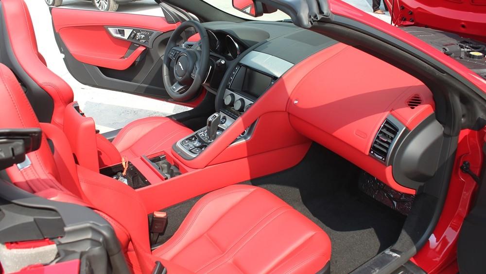 Nội thất xe Jaguar F Type thể thao