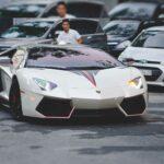 Gái xinh choáng khi taxi Grab đón bằng Lamborghini 30 tỷ