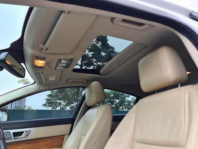 Xe Jaguar XF cứ bán lại