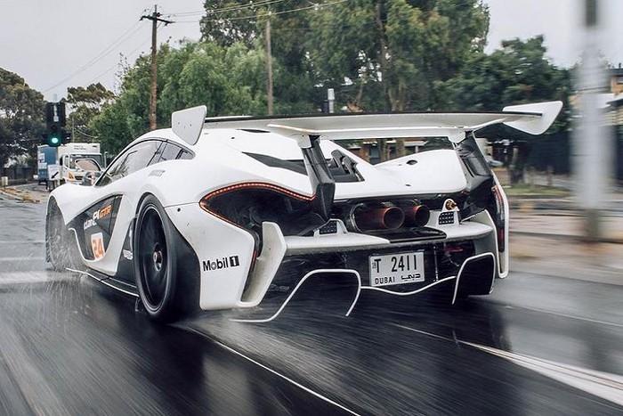 Siêu xe đua đẹp mạnh mẽ