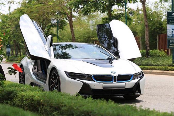 Siêu xe BMW i8 huấn hoa hồng baoxehoi