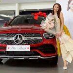 Bảo Thanh mua Mercedes GLC 300 đỏ mới cứng 2020