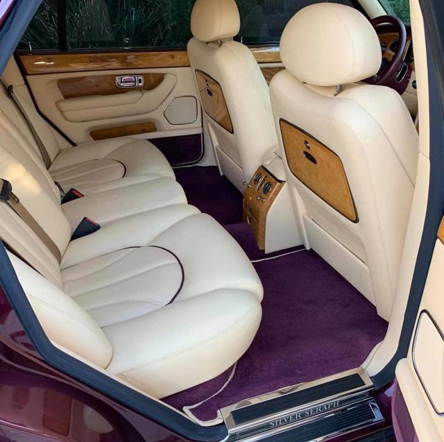 Hàng ghế sau xe Rolls royce cũ