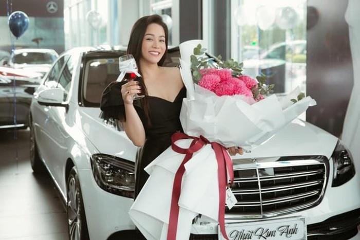Nhật Kim Anh mua xe