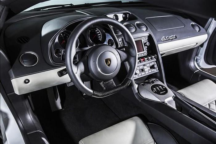 Nội thất thể thao Lamborghini