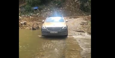 Mercedes S450 vượt suối