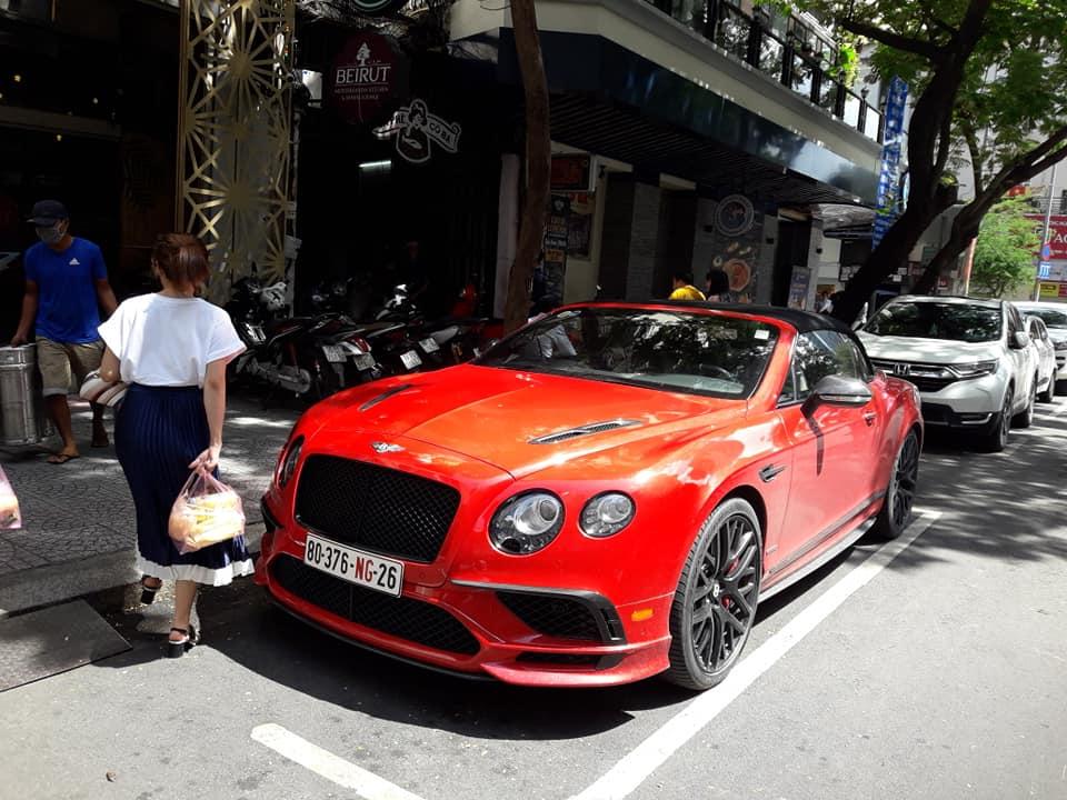 Siêu xe phố Sài Gòn bentley