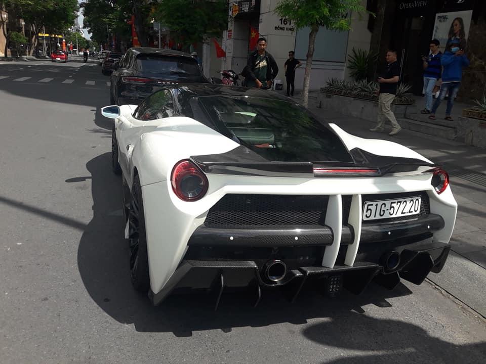 Siêu xe phố Sài Gòn Ferrari